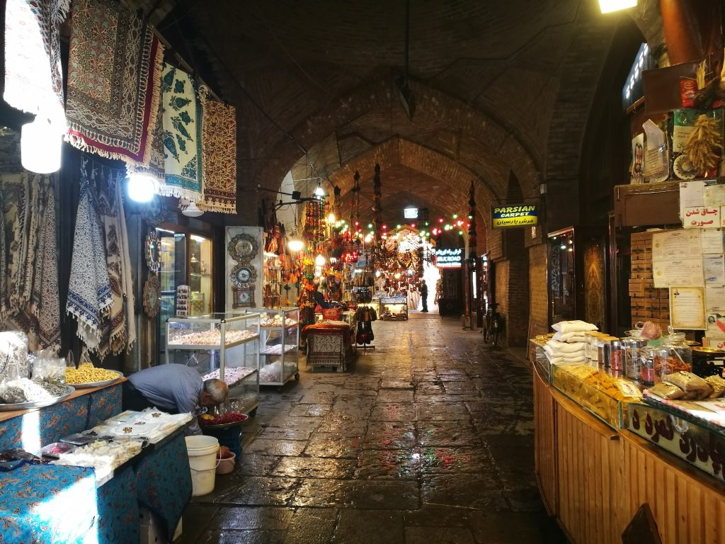 organizzare un viaggio in iran bazar