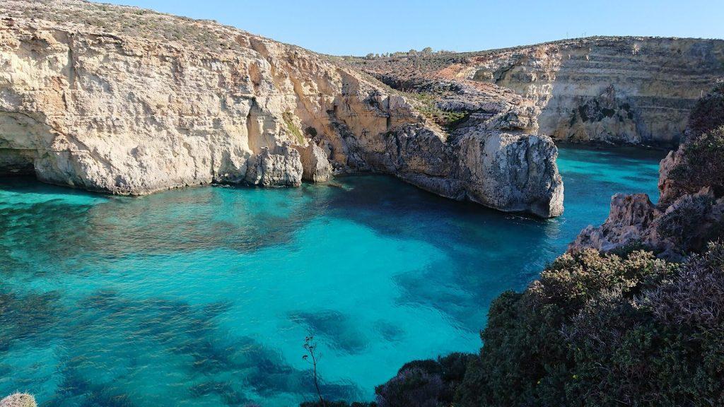 mare a malta in autunno blue lagoon comino